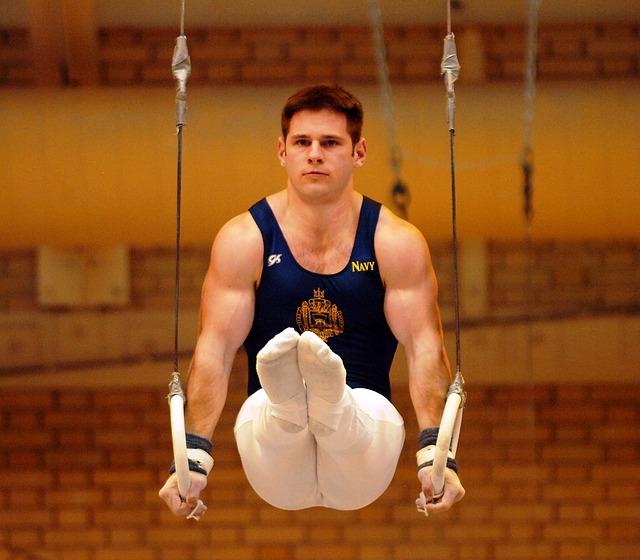 Muskelzerrung an der Schulter Turnen